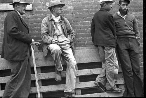 Med 05 Ben Shahn 1935 Medicine Show Huntingdon, Tennessee