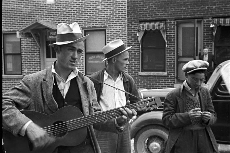 South Ben Shahn 1935 street musicians Maynardville, Tennessee.