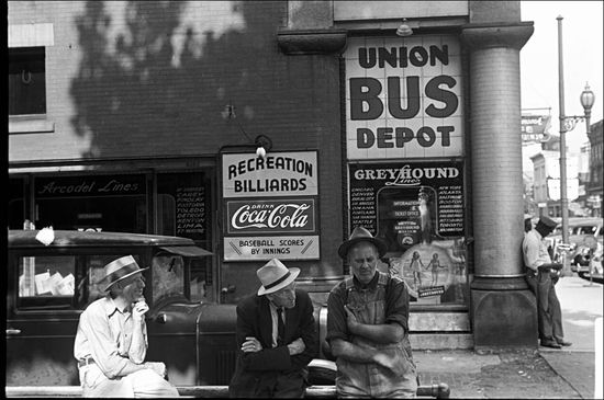 Ben Shahn Bus station Marion Ohio 1938 02