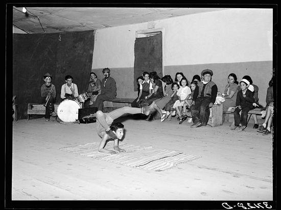 Russell Lee Acrobat and audience at Spanish-American traveling show. Penasco, New Mexico