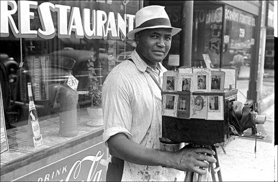 Ohio Ben shahn 1938 Itinerant photographer in Columbus, Ohio.