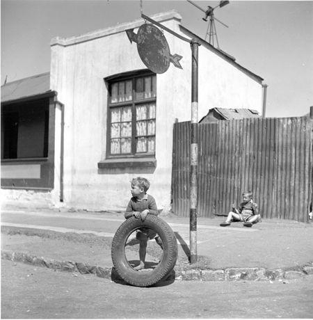Constance Stuart Larrabee Children in Johannesburg Slum Stre