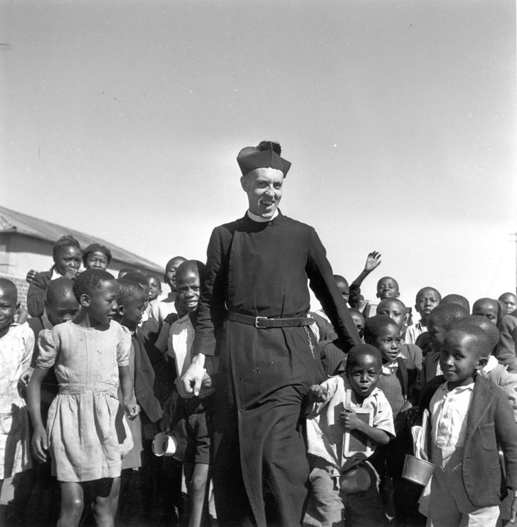 20 Constance Stuart Larrabee Father Huddleston With Children 1948