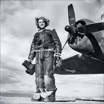 02 Margaret-Bourke-White+in-FlightSuit