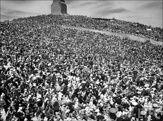 04 Margaret Bourke White Voortrekker Monument Crowd