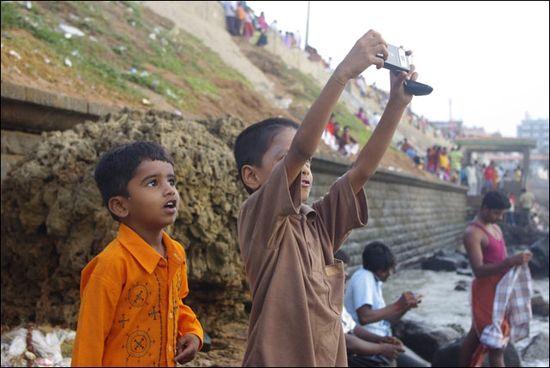 Looking Karthick Ramalingam 2009