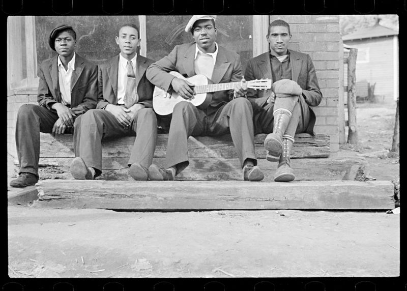 Ben Shahn FSA Guitar Player Scotts Run West Virginia 1935-2