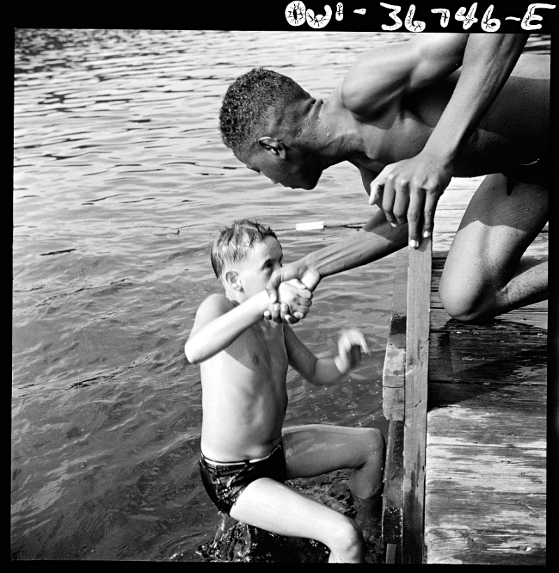 Gordon Parks Camp Nathan Hale Interracial activities Aug 1943