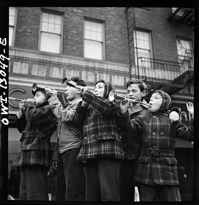 Marjory Collins New York Blowing horns on Bleeker Street on New Year's Day 1943 02